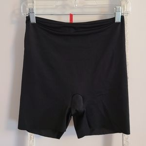 Spanx♡ Simplicity shapewear black shorts